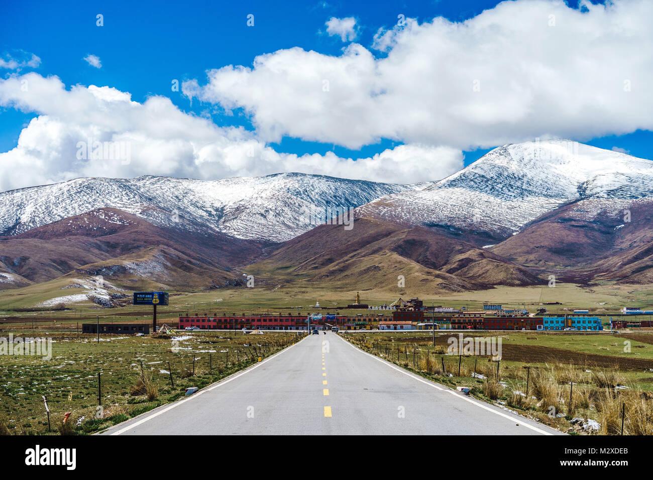 Qinghai Lake highway, Qinghai Province - Stock Image