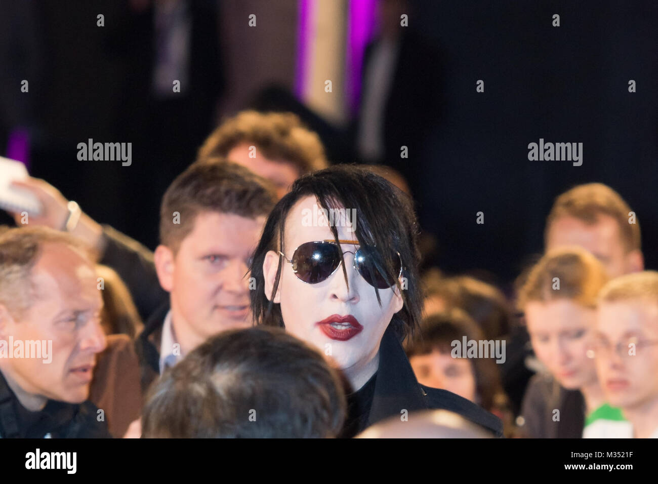 marilyn manson fans stock photos marilyn manson fans stock images alamy. Black Bedroom Furniture Sets. Home Design Ideas