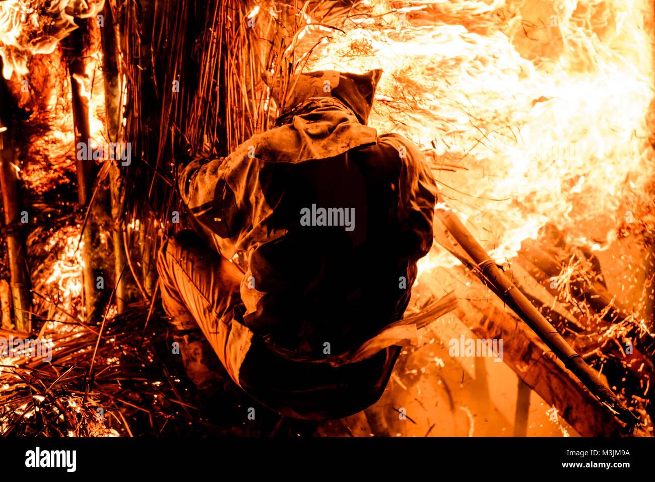 Nishio, Japan. 11th Feb, 2018. Men attempt to pull apart burning torches during Toba-no-Hi-matsuri, a fire festival - Stock Image