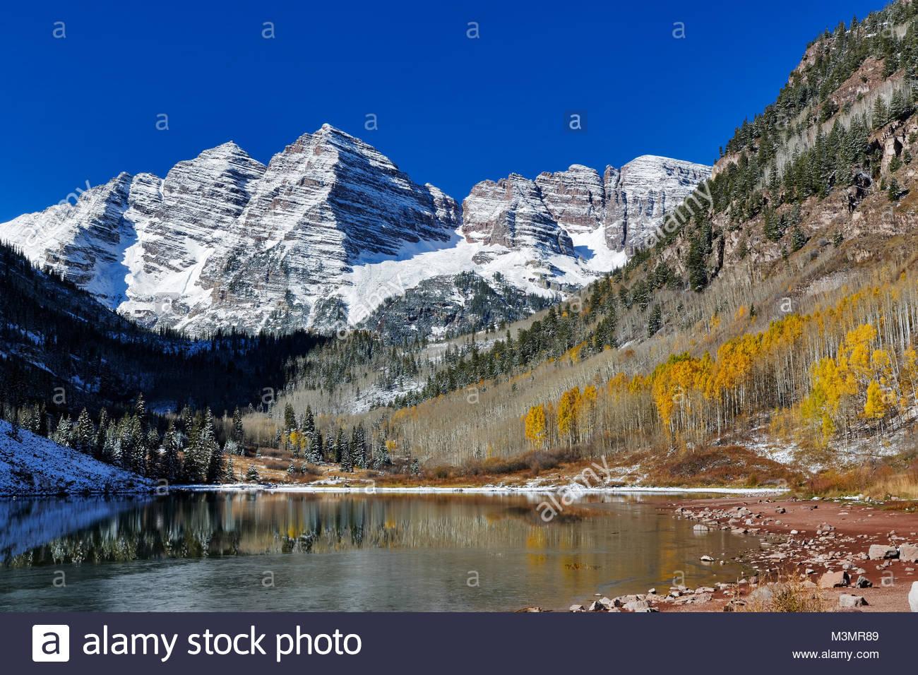 Maroon Bells in Aspen Colorado in late fall - Stock Image
