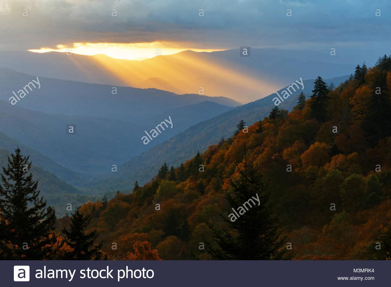 Sunrise from Oconaluftee overlook in GSMNP - Stock Image