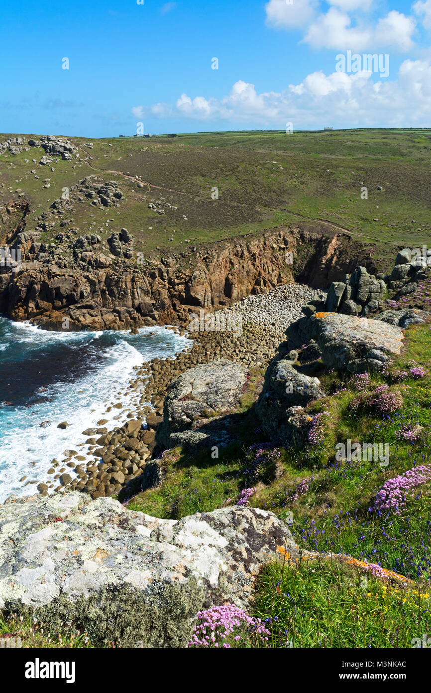 the secluded cove of porth loe near gwennap head on the penwith peninsular in cornwall, england, britain, uk. - Stock Image