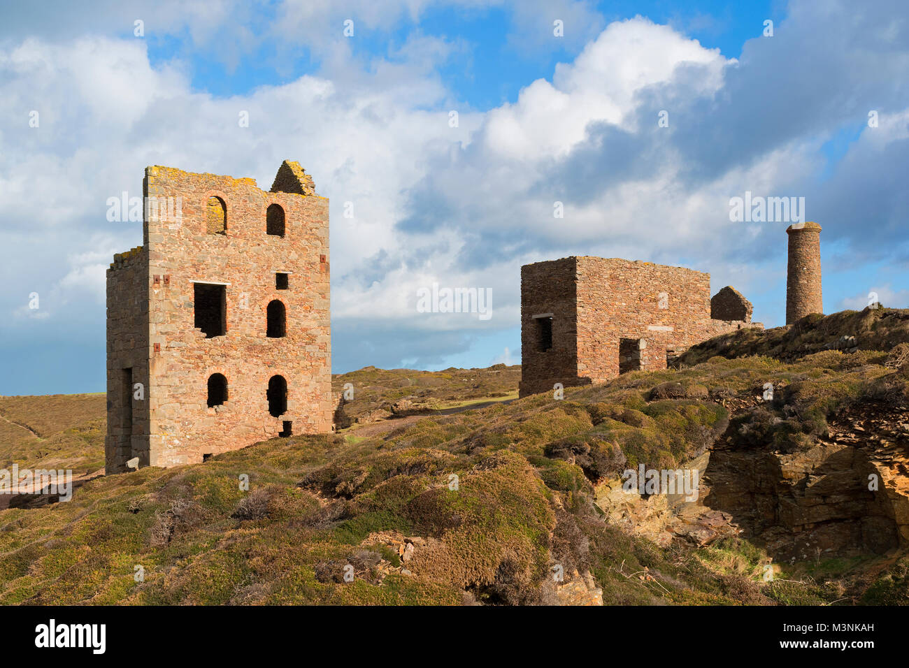 old tin mine buildings near st.agnes in cornwall, england, britain, uk. - Stock Image