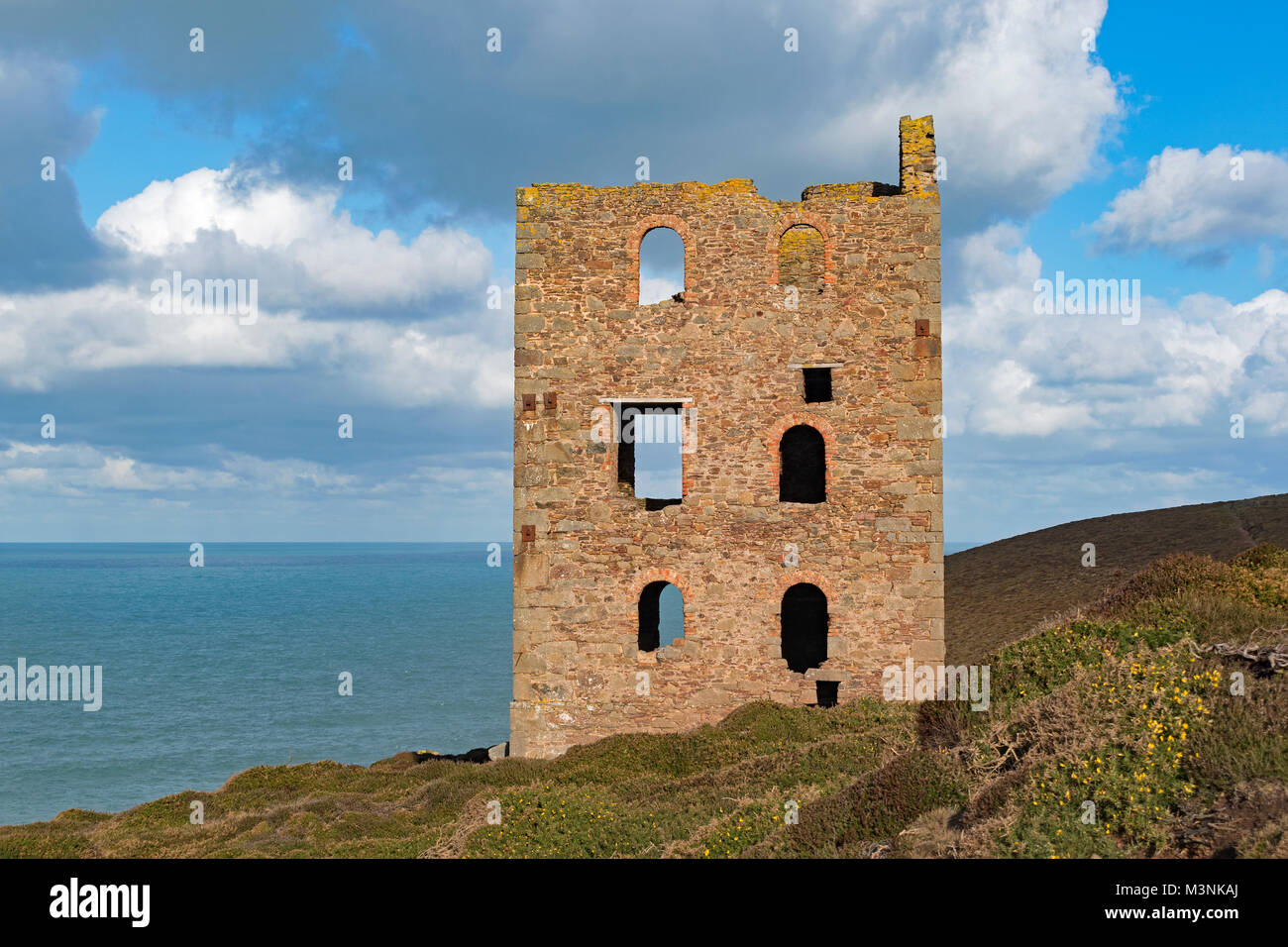 old tin mine pumping house building near st.agnes in cornwall, england, britain, uk. - Stock Image