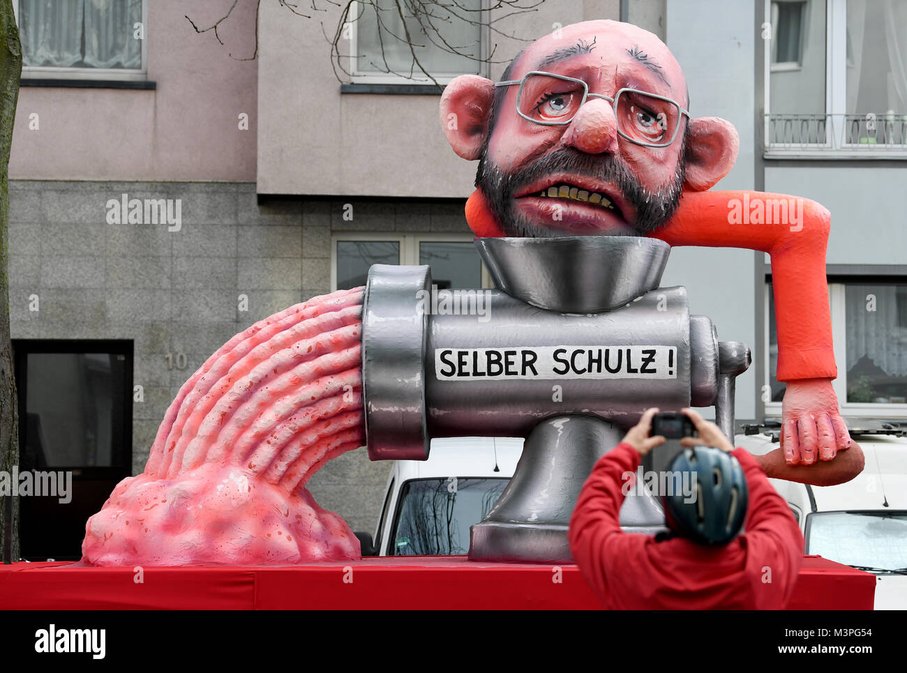 Duesseldorf, Germany. 12th Feb, 2018. A political caricature float featuring 'Martin Schulz, leader of the SPD' - Stock Image