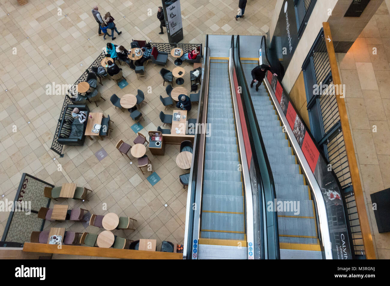 aerial-view-of-coffee-shop-tables-and-es