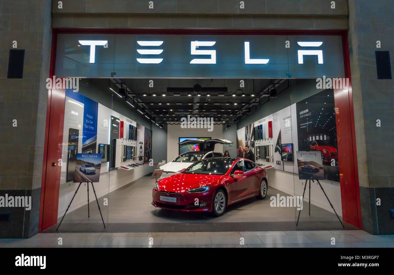 tesla-electric-car-showroom-grand-arcade
