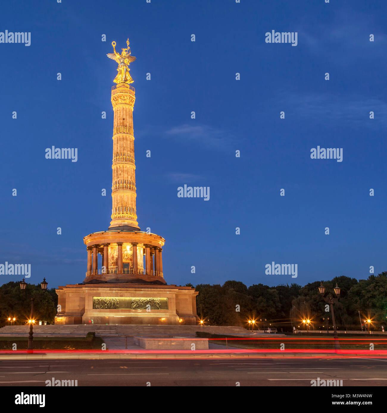 Victory column, Siegessaeule, Grosser Stern, Tiergarten, traffic, twilight, - Stock Image