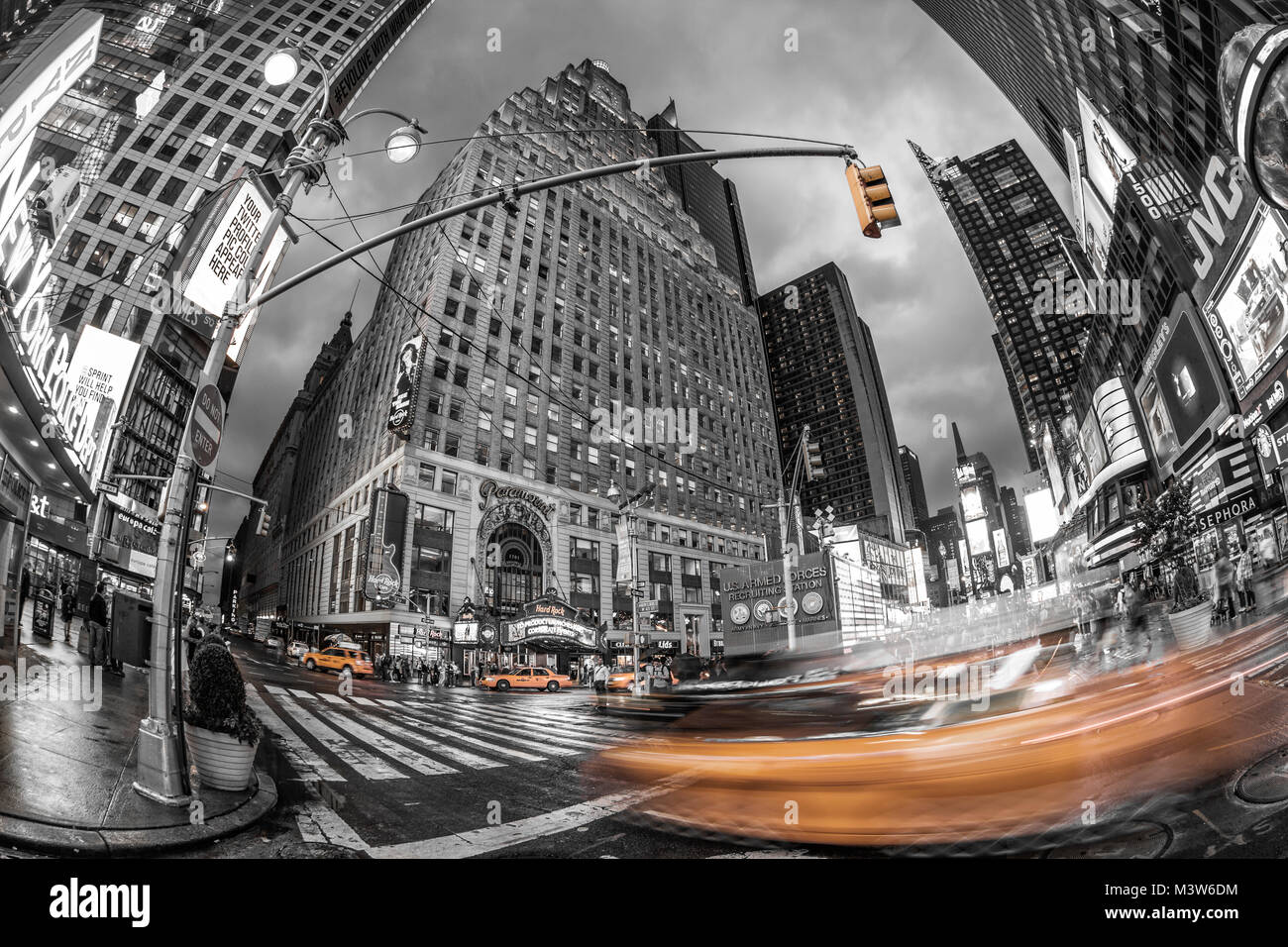 Paramount building, Hard Rock Cafe, blurred taxi, Times Square, Broadway 1501, New York City, USA - Stock Image