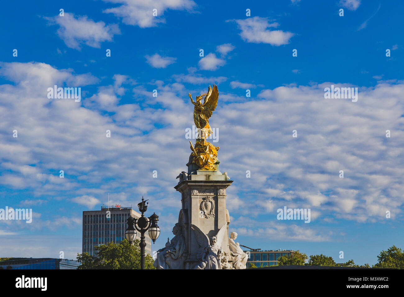 LONDON, UNITED KINGDOM - August, 21th, 2015: Victoria Memorial in front of Buckingham Palace - Stock Image