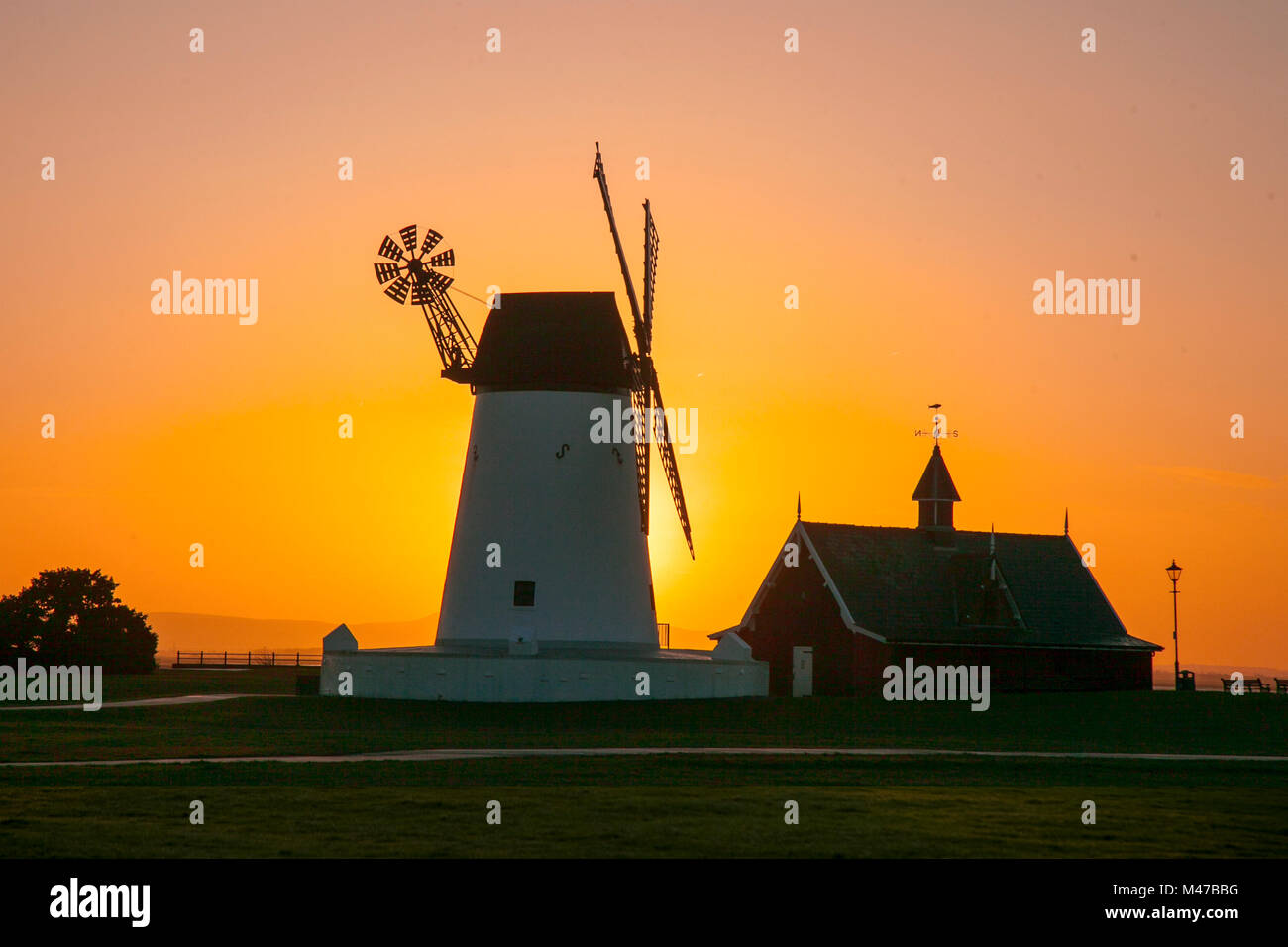 Lytham St Annes, Lancashire UK Weather. 15th February 2018. Sunny start to a cold day with wintry showers forecast. - Stock Image