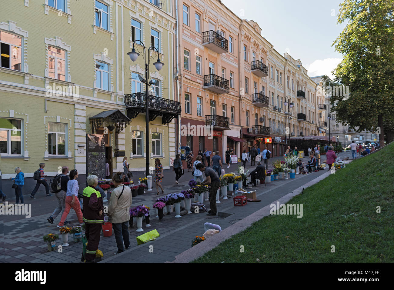 Flower vendors on Volodymyrska Street in front of the Golden Gate - Stock Image