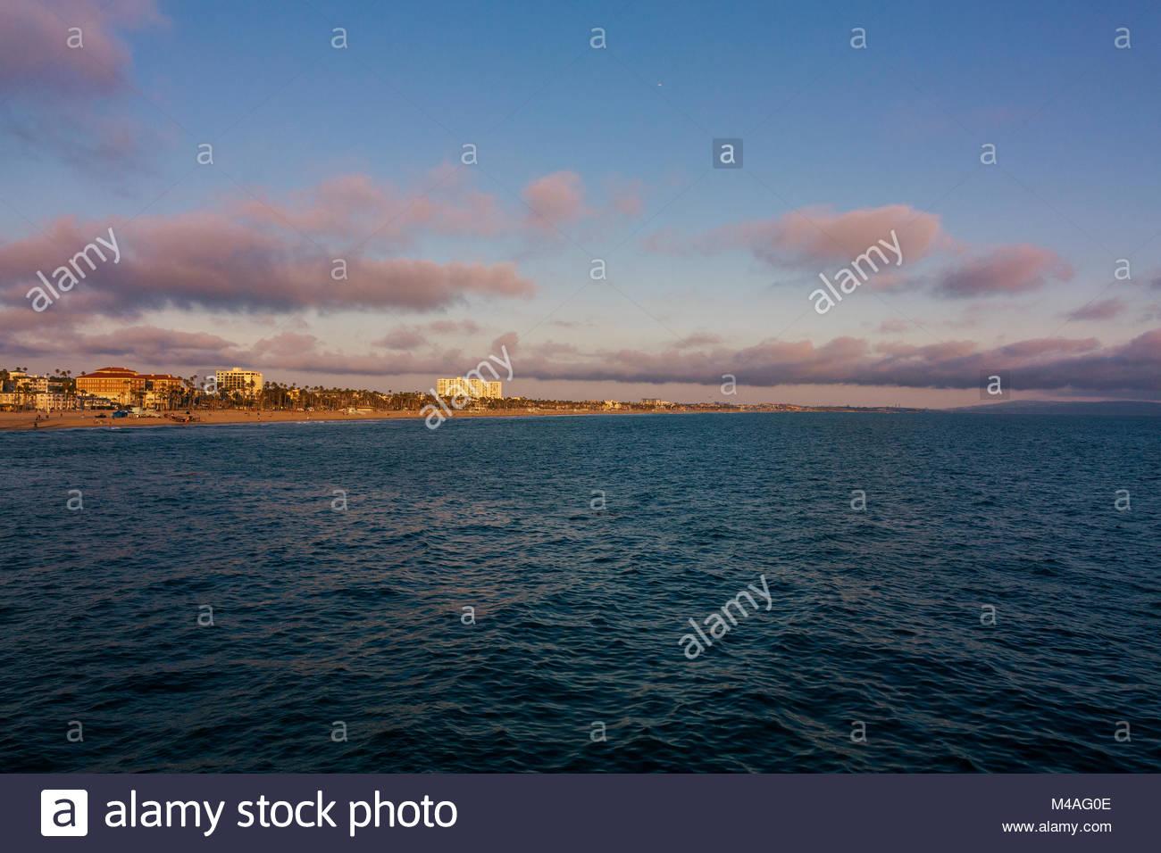 santa-monica-beach-in-los-angeles-usa-M4AG0E.jpg