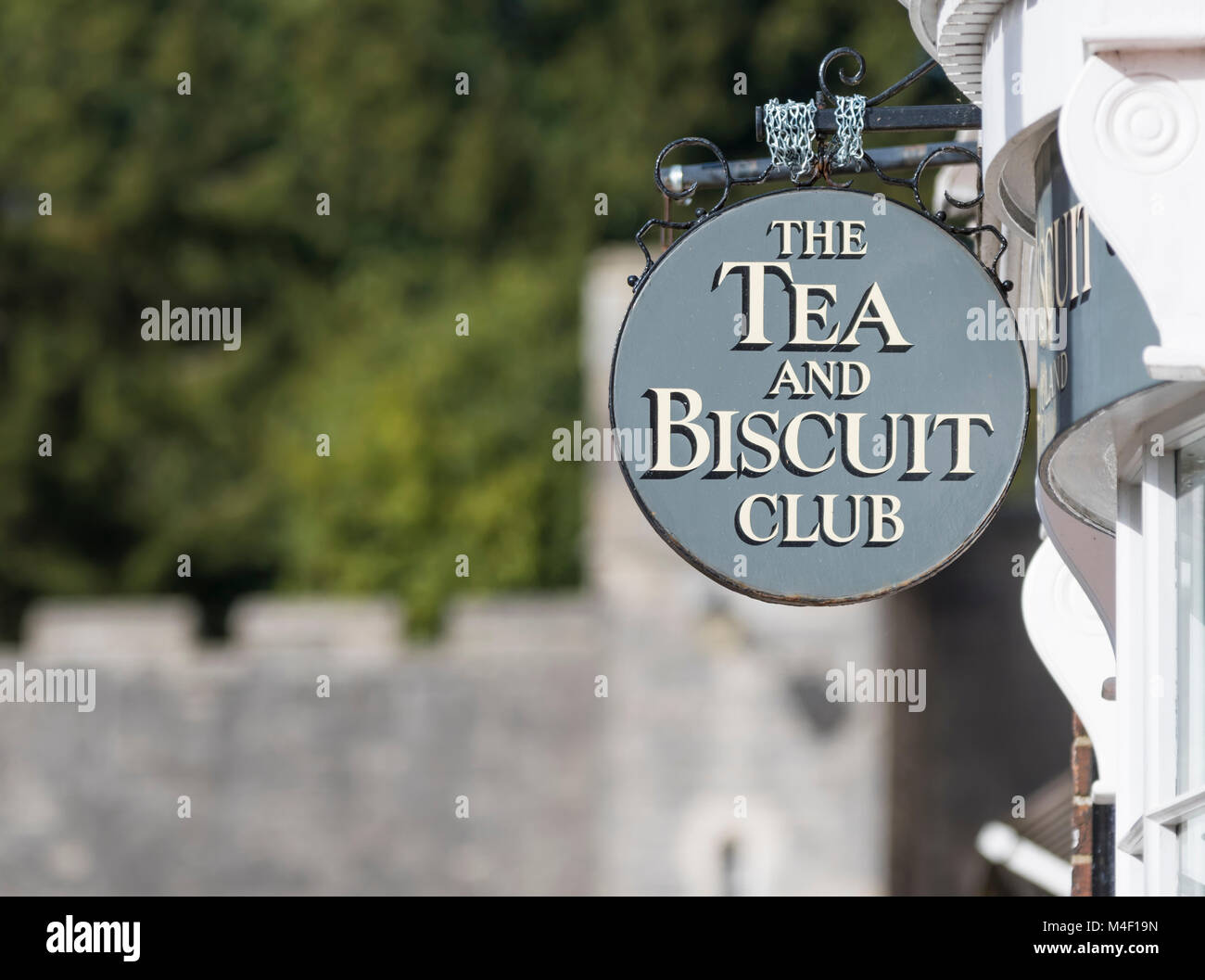 sign-above-the-tea-and-biscuit-club-cafe-in-arundel-west-sussex-england-M4F19N.jpg