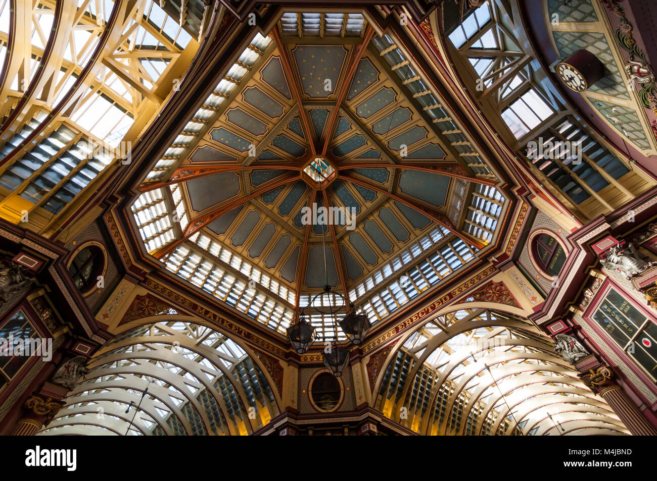 leadenhall-market-ceiling-london-united-kingdom-M4JBND.jpg