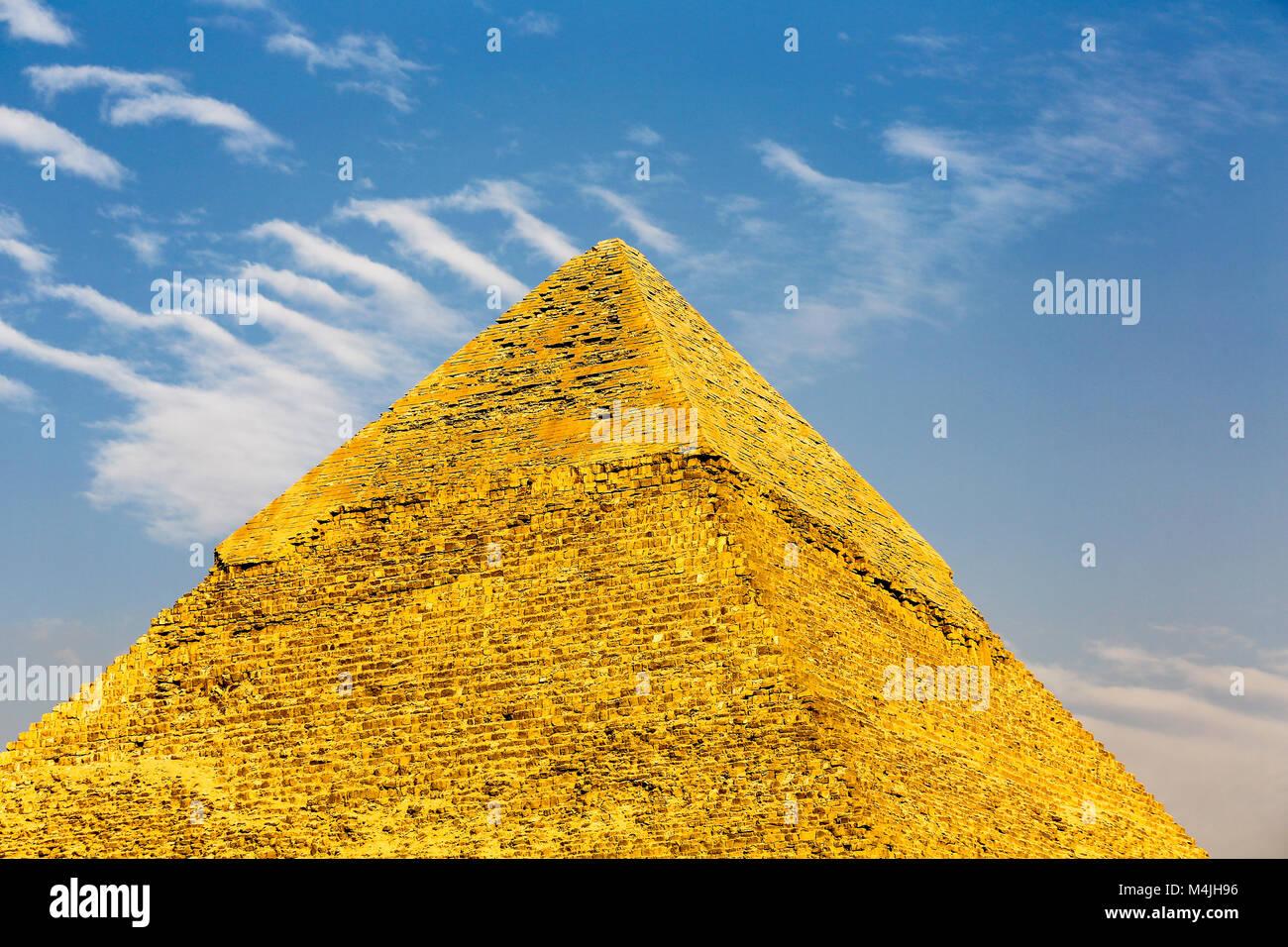 pyramids-giza-egypt-north-africa-M4JH96.