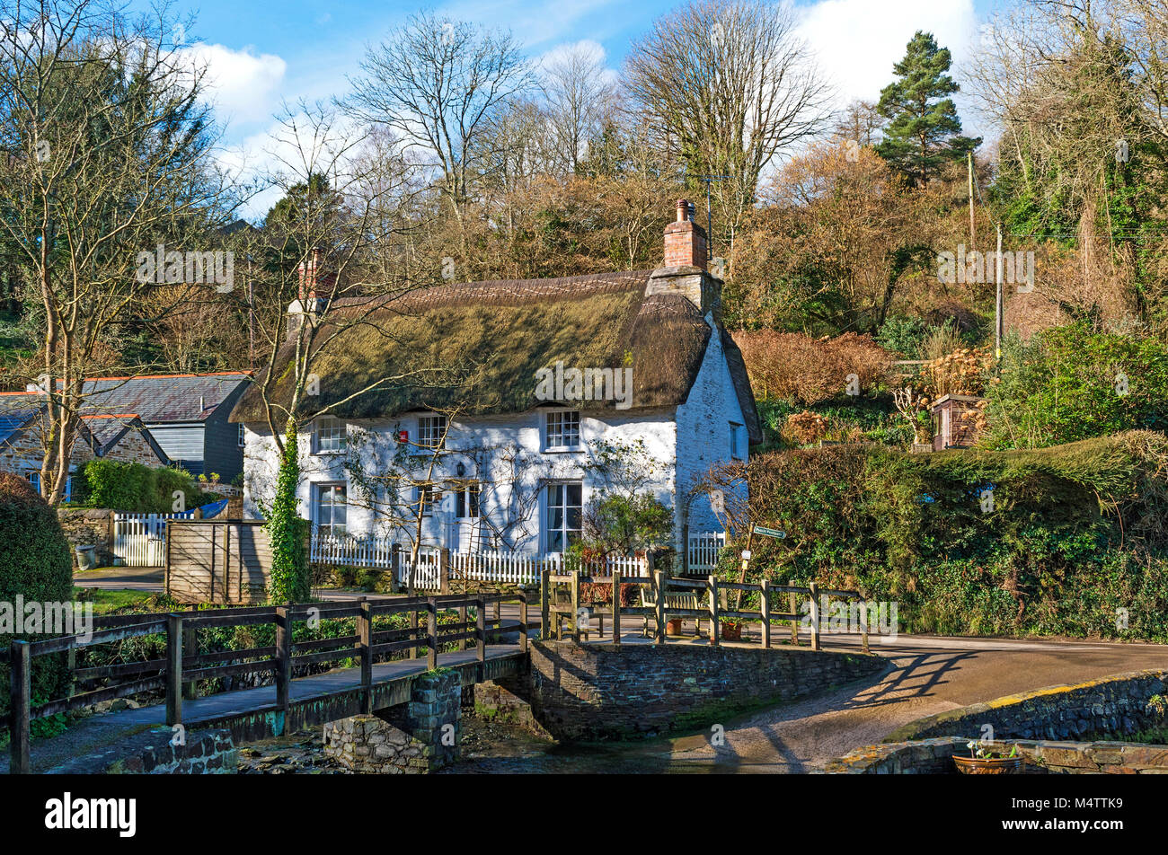 thatched holiday cottage in helford village, cornwall, england, britain, uk. - Stock Image