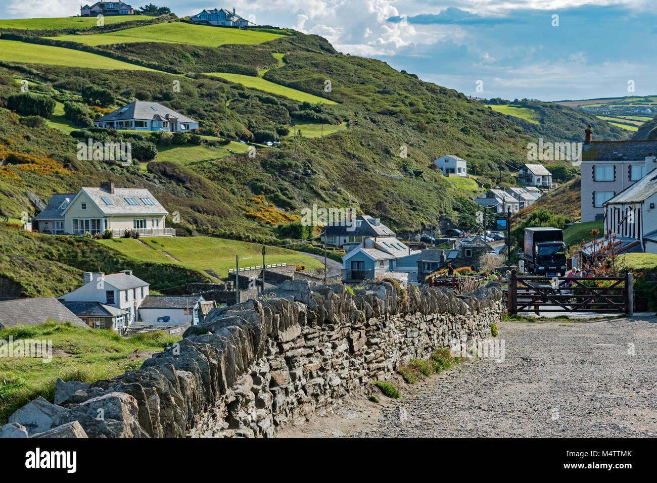 the village of trebarwith strand on the north coast of cornwall, england, britain, uk. - Stock Image