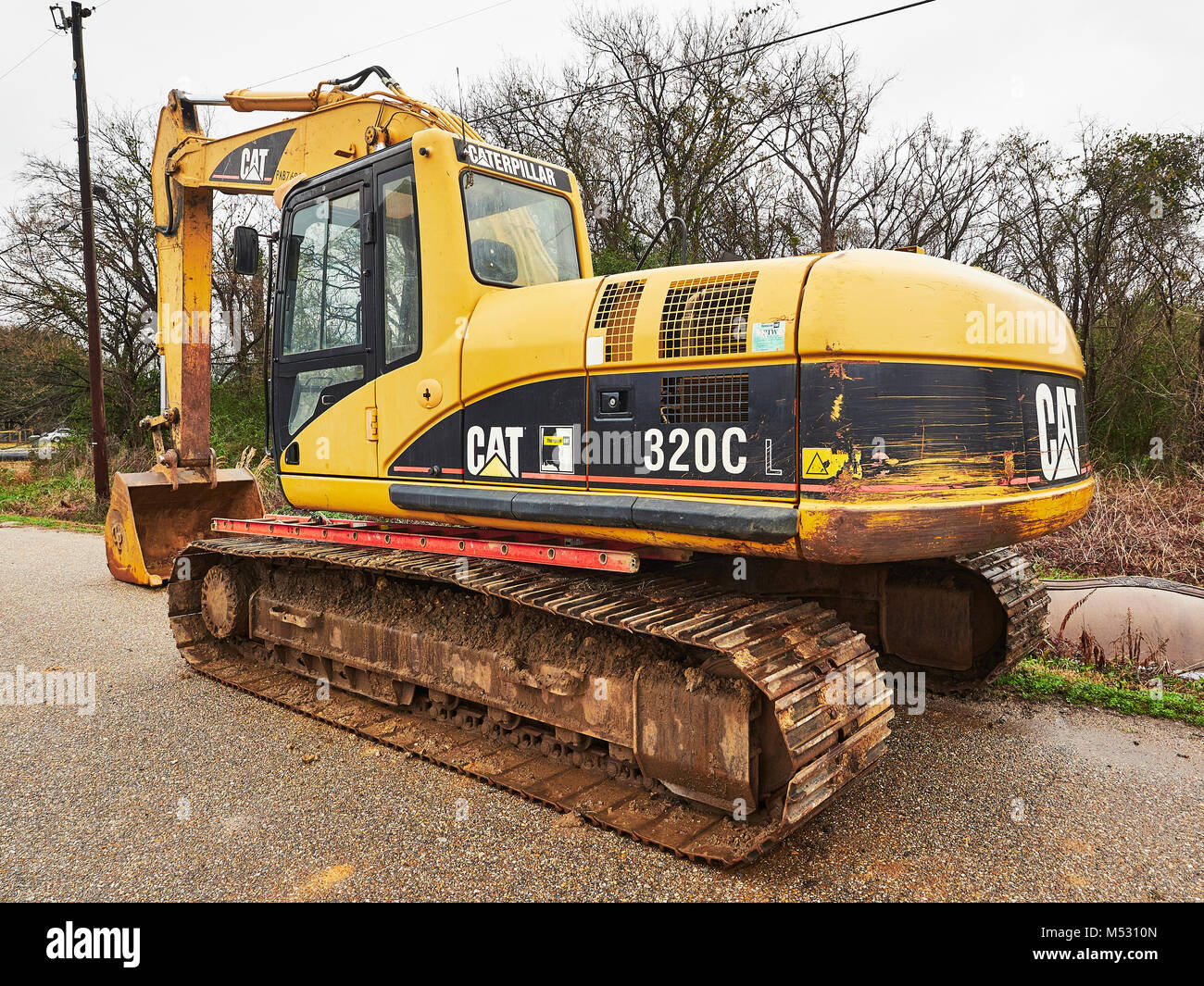 CAT 320C heavy duty digger, hydraulic excavator, a very large piece of construction machinery sitting idle in Montgomery - Stock Image