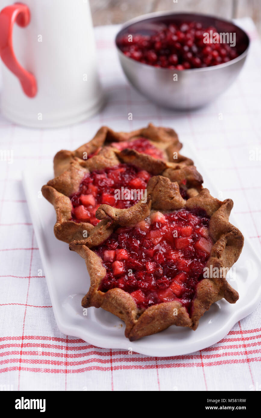 Traditional Russian pastry shanga with berries - Stock Image