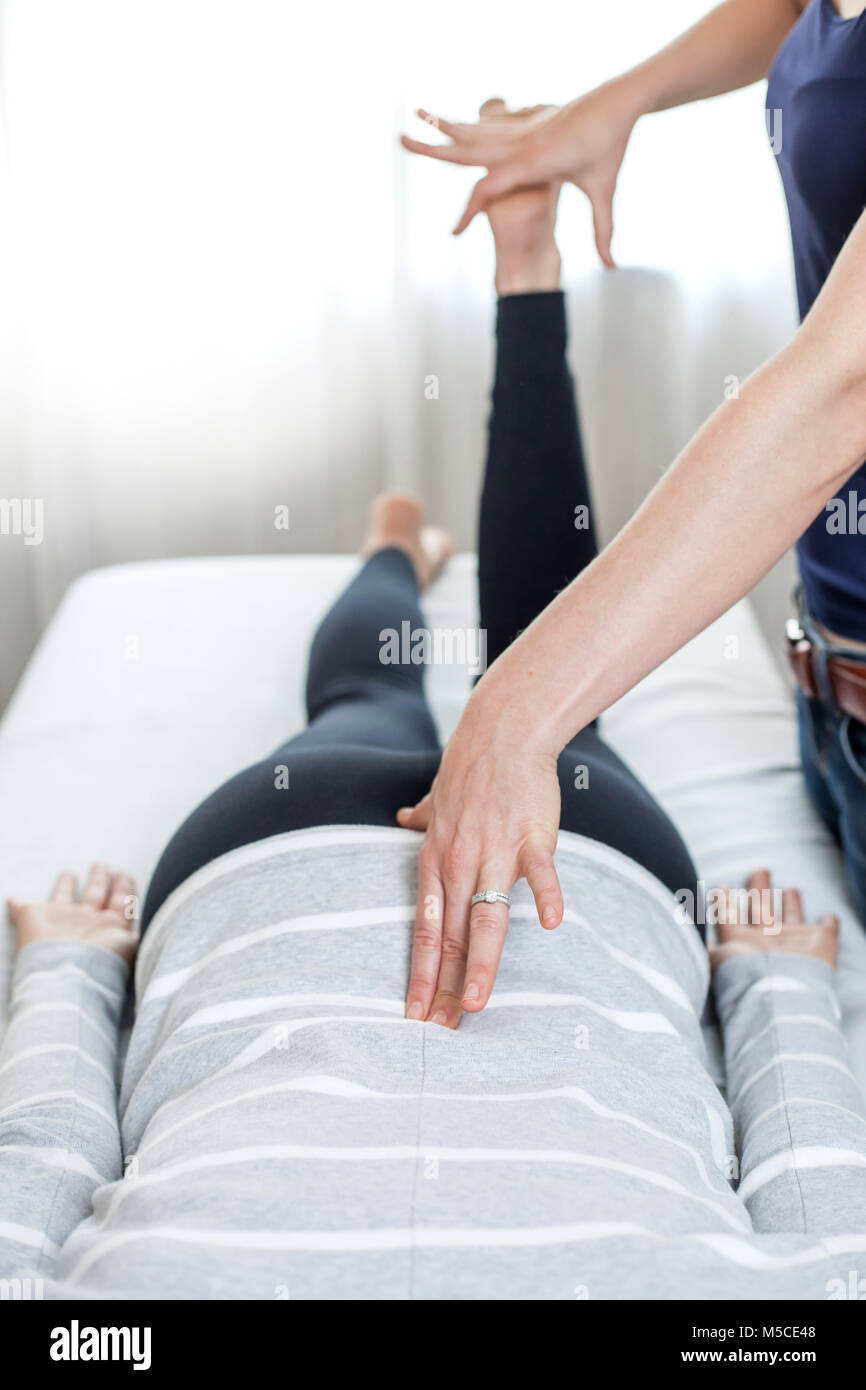 how to become a sports massage therapist