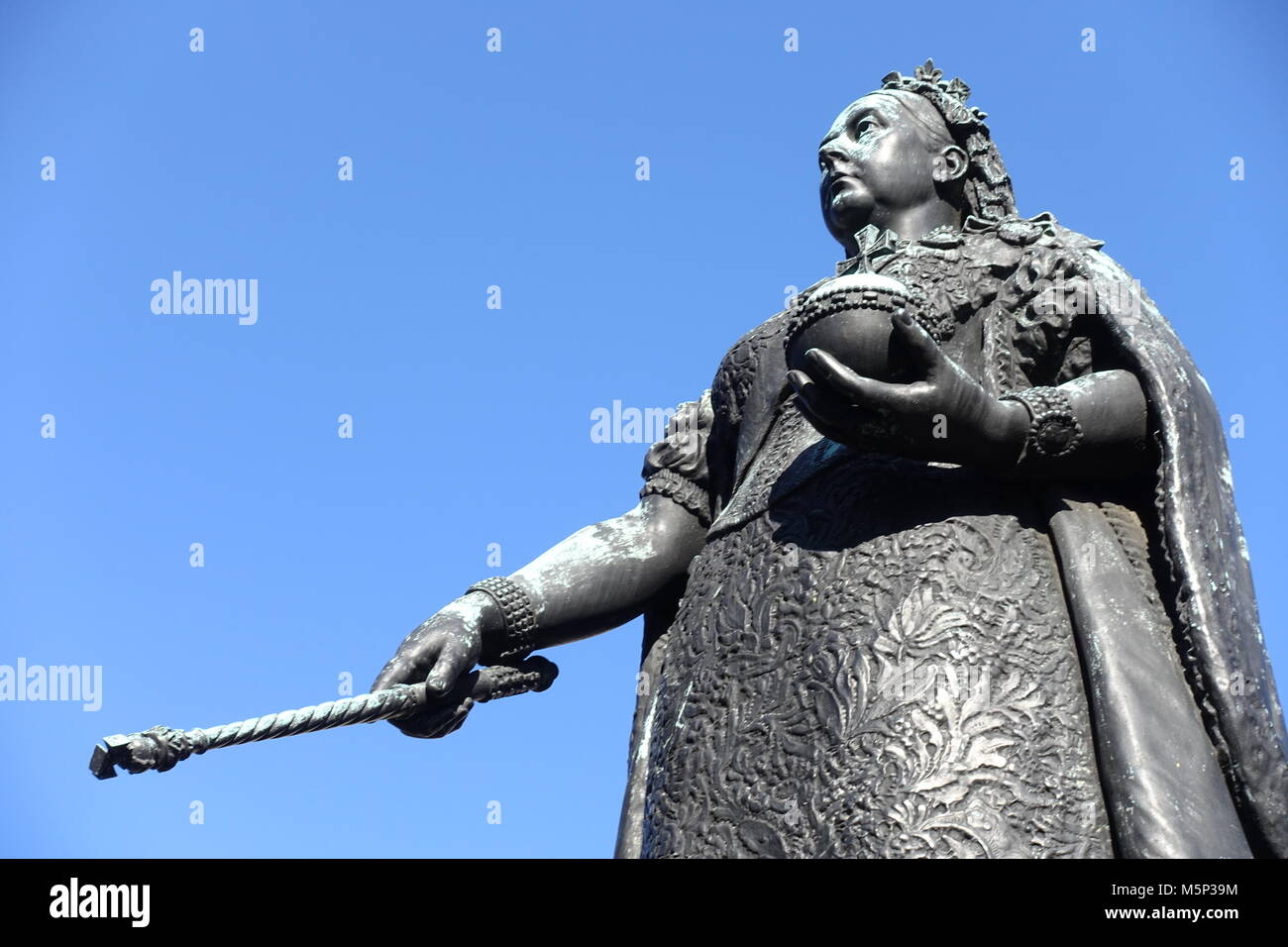 a-close-up-view-of-the-bronze-statue-of-queen-victoria-which-stands-M5P39M.jpg