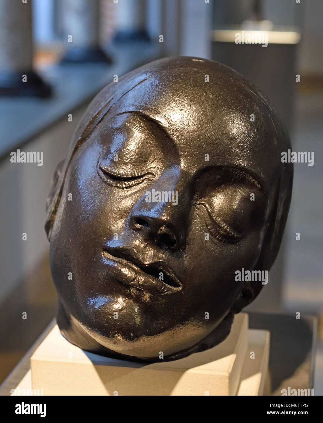 Cabeza inclinada de Mujer - Women bowed head 1908 Pablo Emilio Gargallo (1881 – 1934) was a Spanish sculptor and - Stock Image