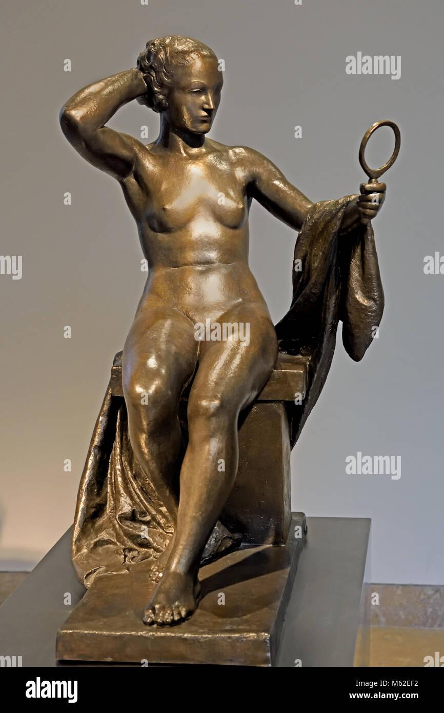 Mujer del espejo - Mirror woman 1934Pablo Emilio Gargallo (1881 – 1934) was a Spanish sculptor and painter Aragonese - Stock Image