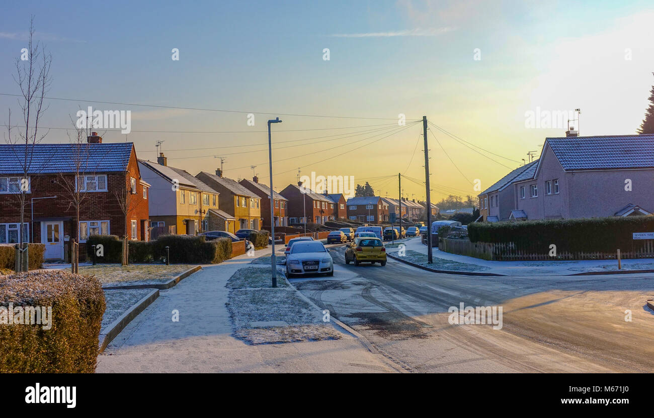 reading-uk-28th-feb-2018-uk-weather-residents-wake-up-to-a-covering-M671J0.jpg