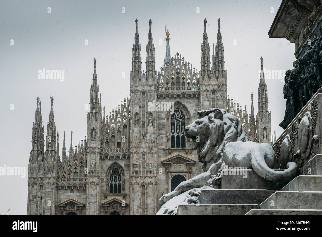 milan-italy-mar-1st-2018-unusually-cold-and-snowy-weather-due-to-a-M67B4G.jpg
