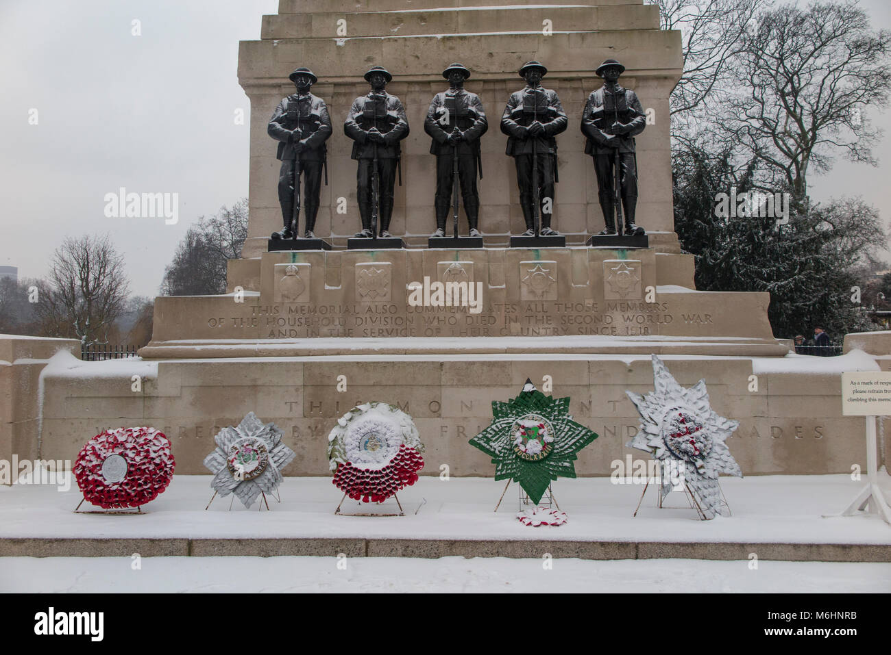 A snow covered war memorial in St James's Park - Stock Image
