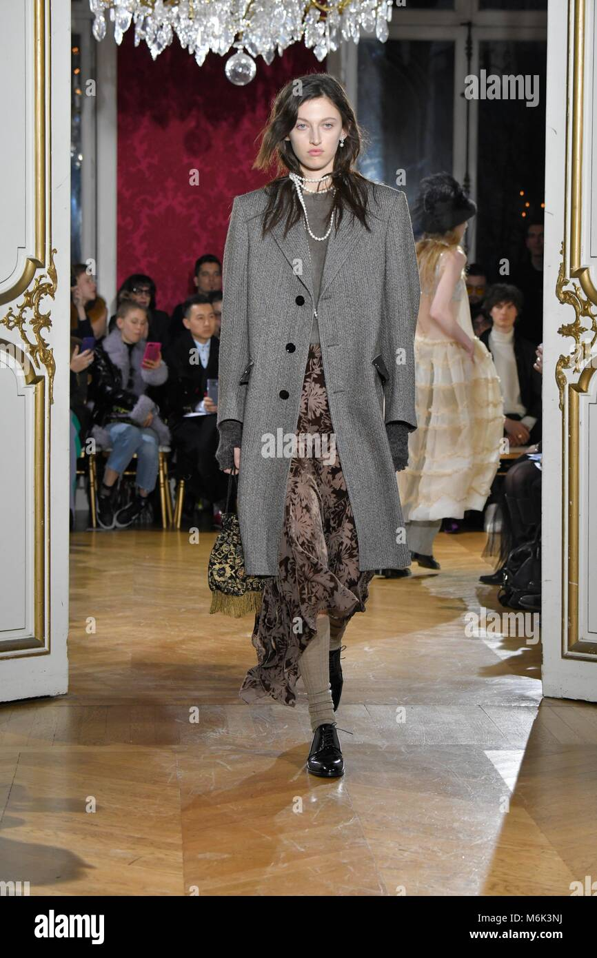 John Galliano Catwalk Stock Photos & John Galliano Catwalk ...