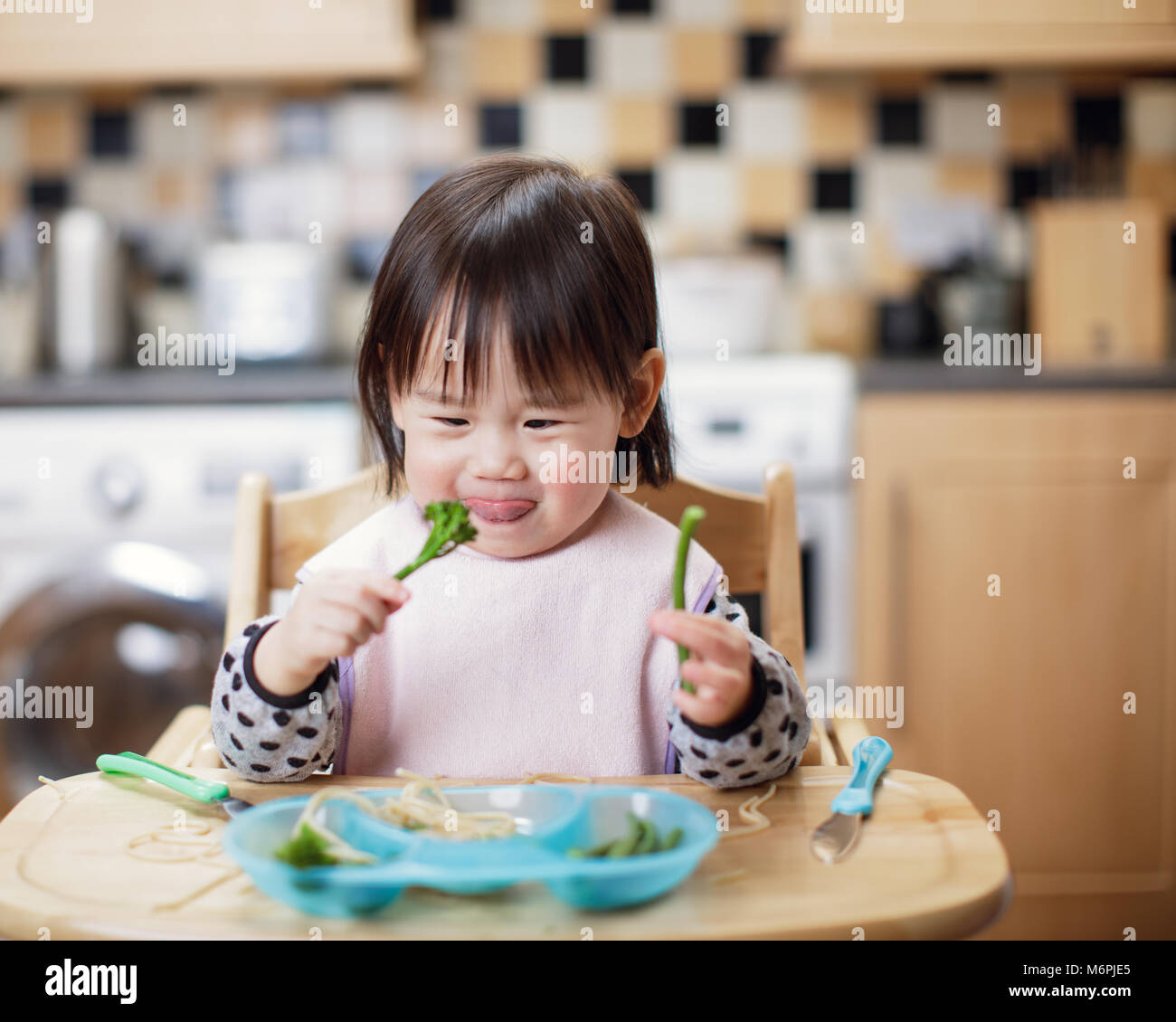 Japanese Kids Eating Stock Photos & Japanese Kids Eating