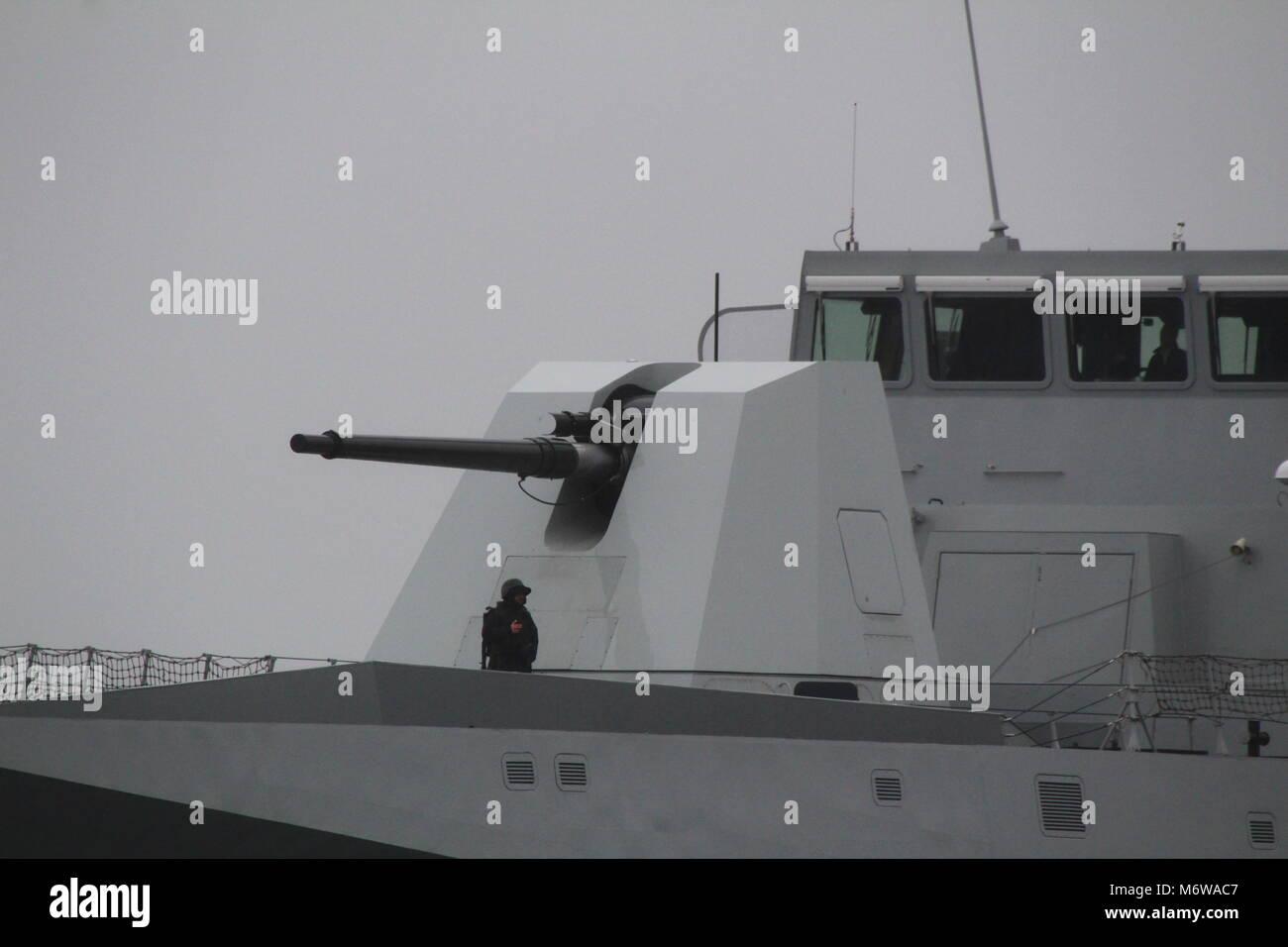 An Oto Melara 127/64 Lightweight (LW) naval gun, carried on ITS Luigi Rizzo (F565), a Bergamini-class frigate operated - Stock Image
