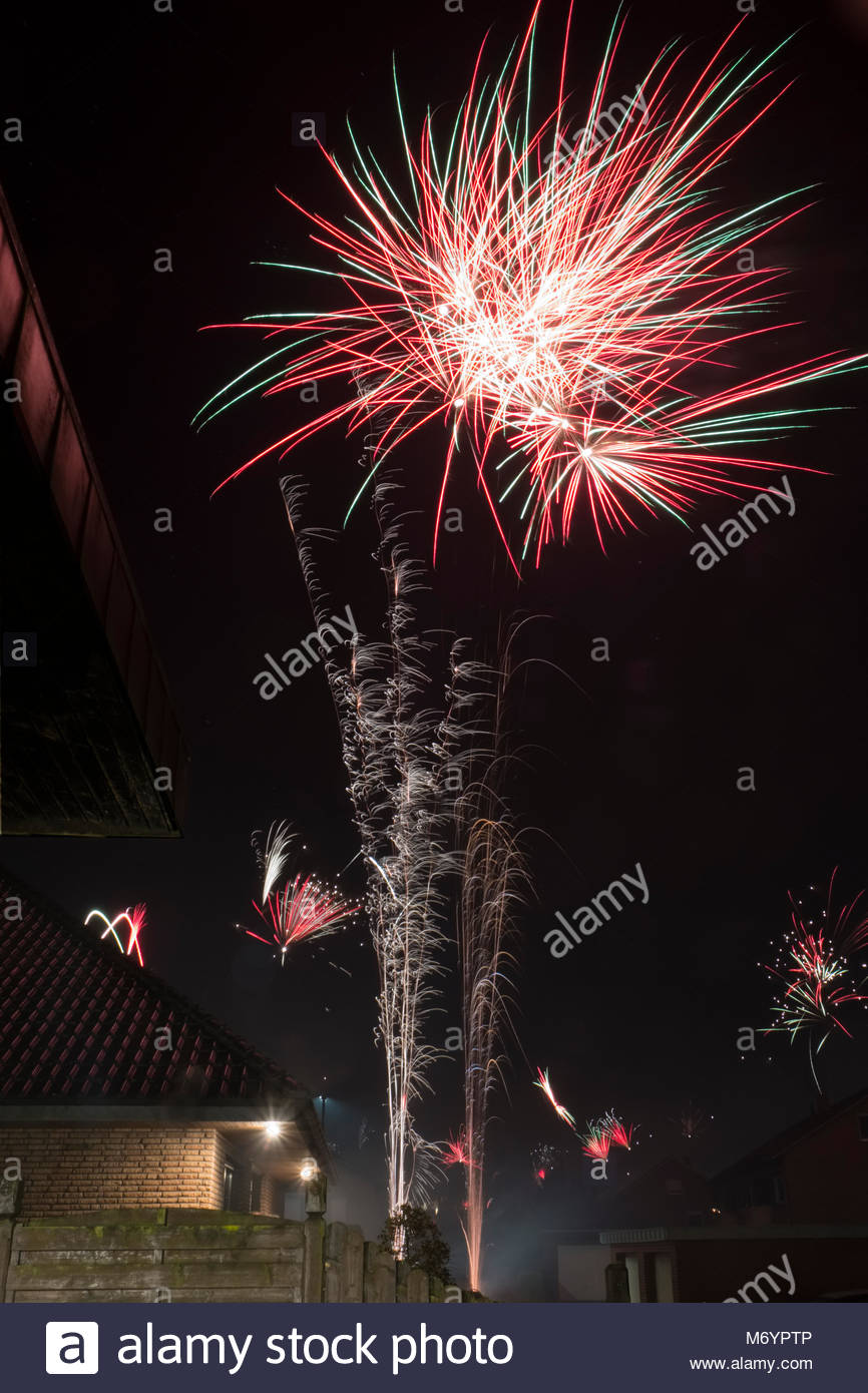 new-years-eve-fireworks-in-a-suburban-neighborhood-in-northwestern-M6YPTP.jpg