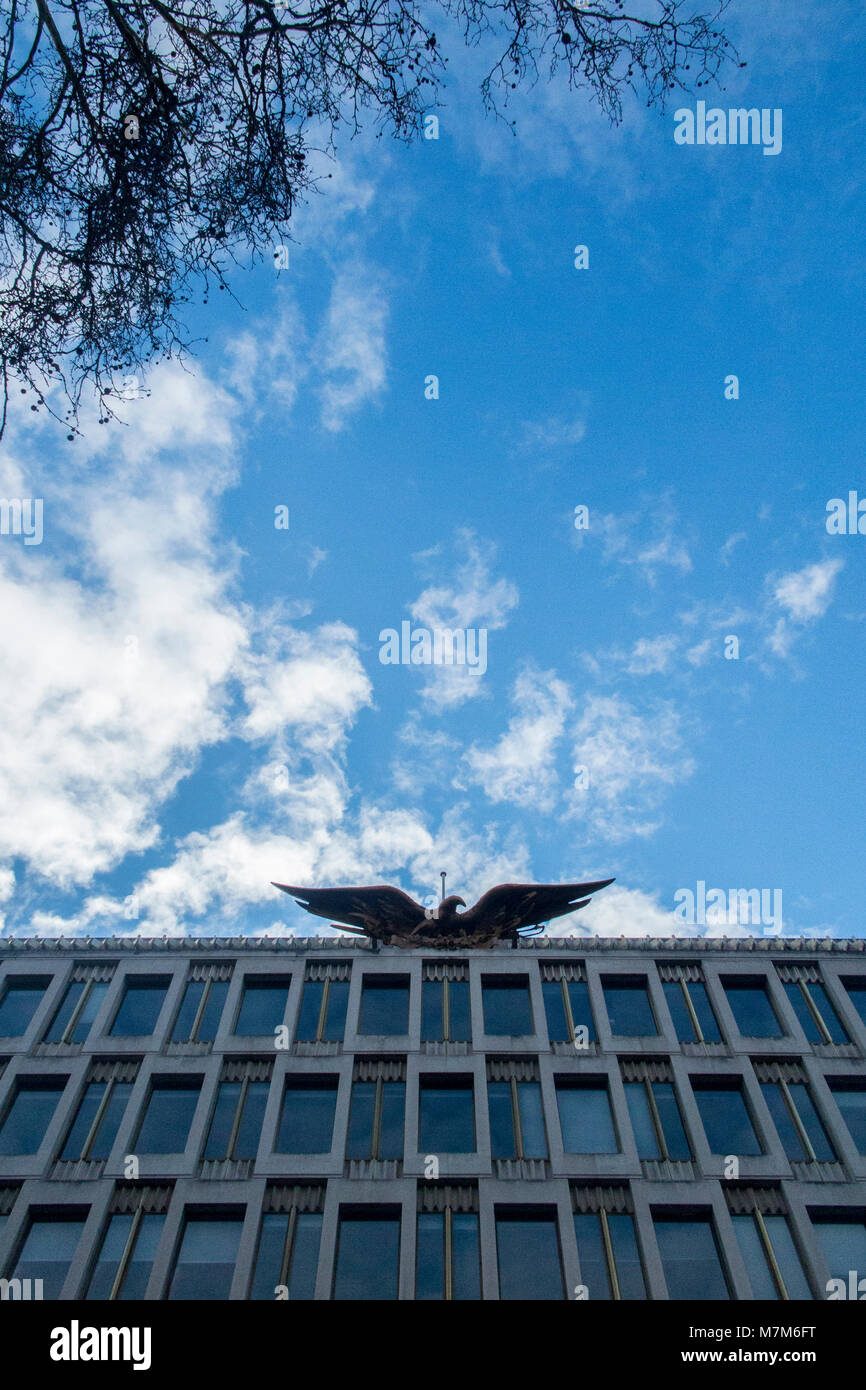 The now vacant American Embassy in Grosvenor Square, London - Stock Image