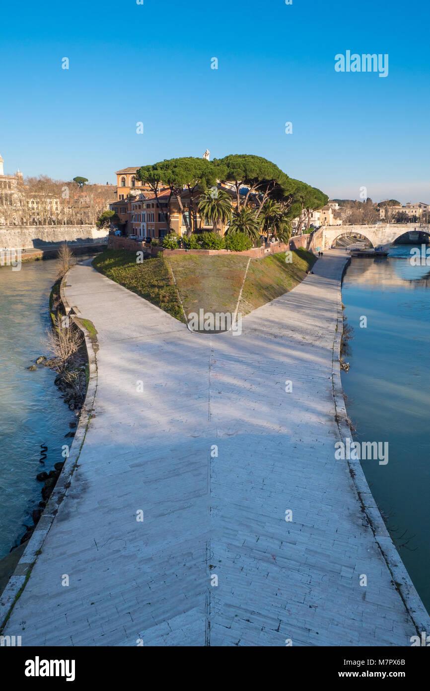 Tiberina Island (Isola Tiberina) on the river Tiber in Rome, Italy - Stock Image