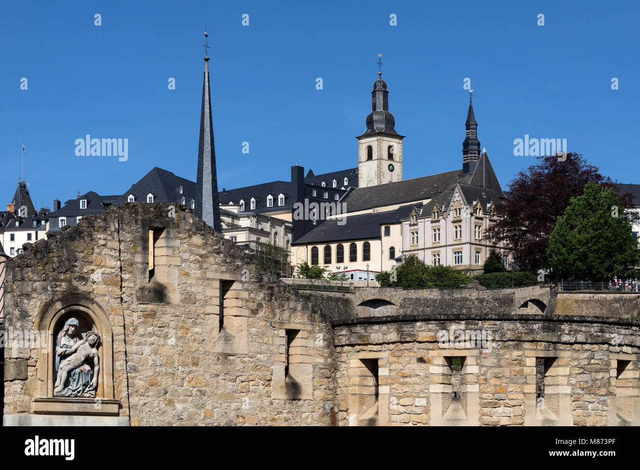 Luxembourg City - Ville de Luxembourg. Part of the walls of the old town viewed from the Grund area of the city. - Stock Image