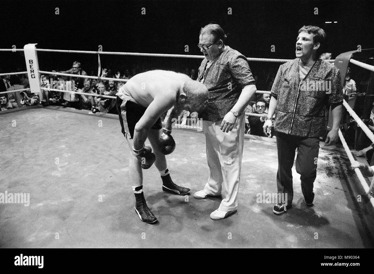 Boxing Referee Black And White Stock Photos Images Alamy