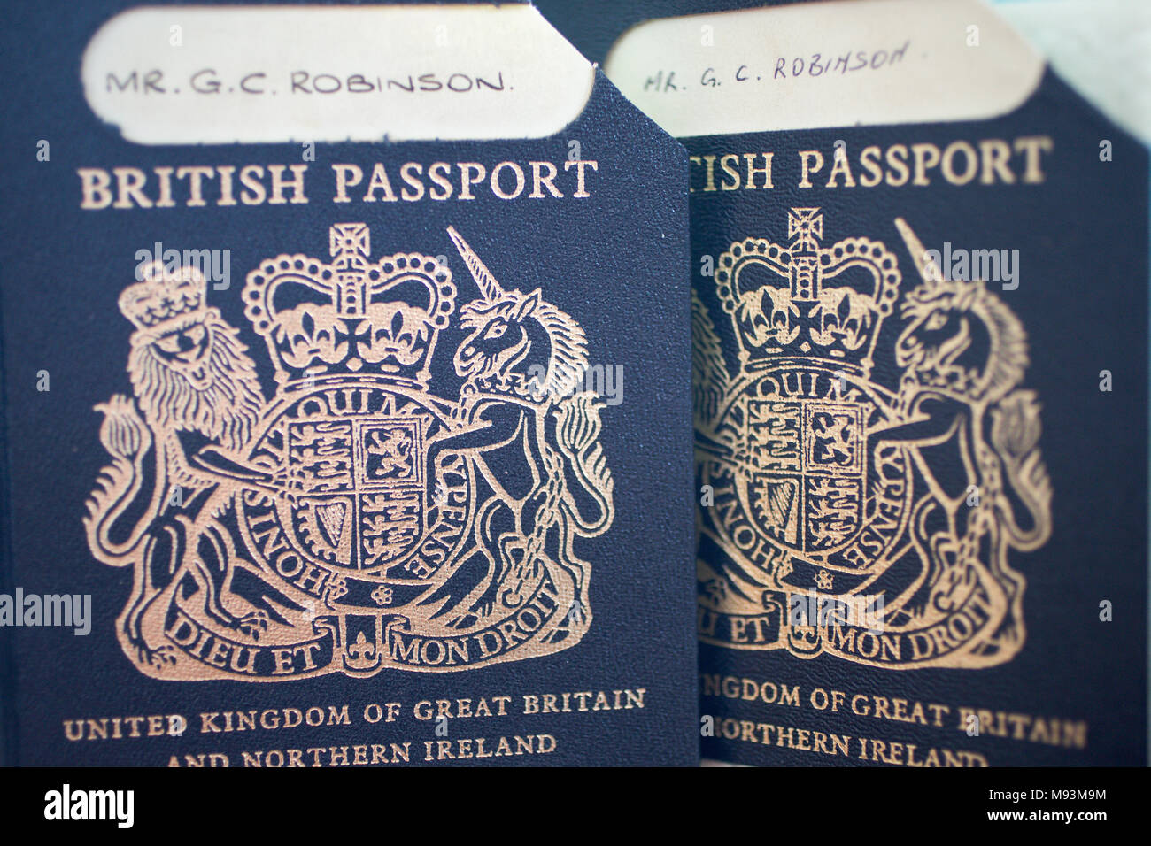 Photos taken on your phone accepted for passport renewals but Can you take your own passport photo uk