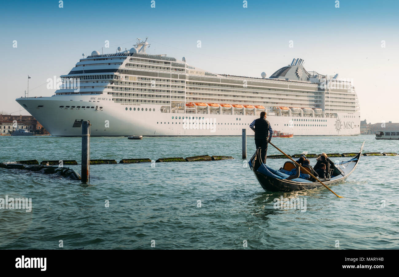 juxtaposition-of-gondola-and-huge-cruise-ship-in-giudecca-canal-old-and-new-transportation-on-the-venice-lagoon-MARY4B.jpg