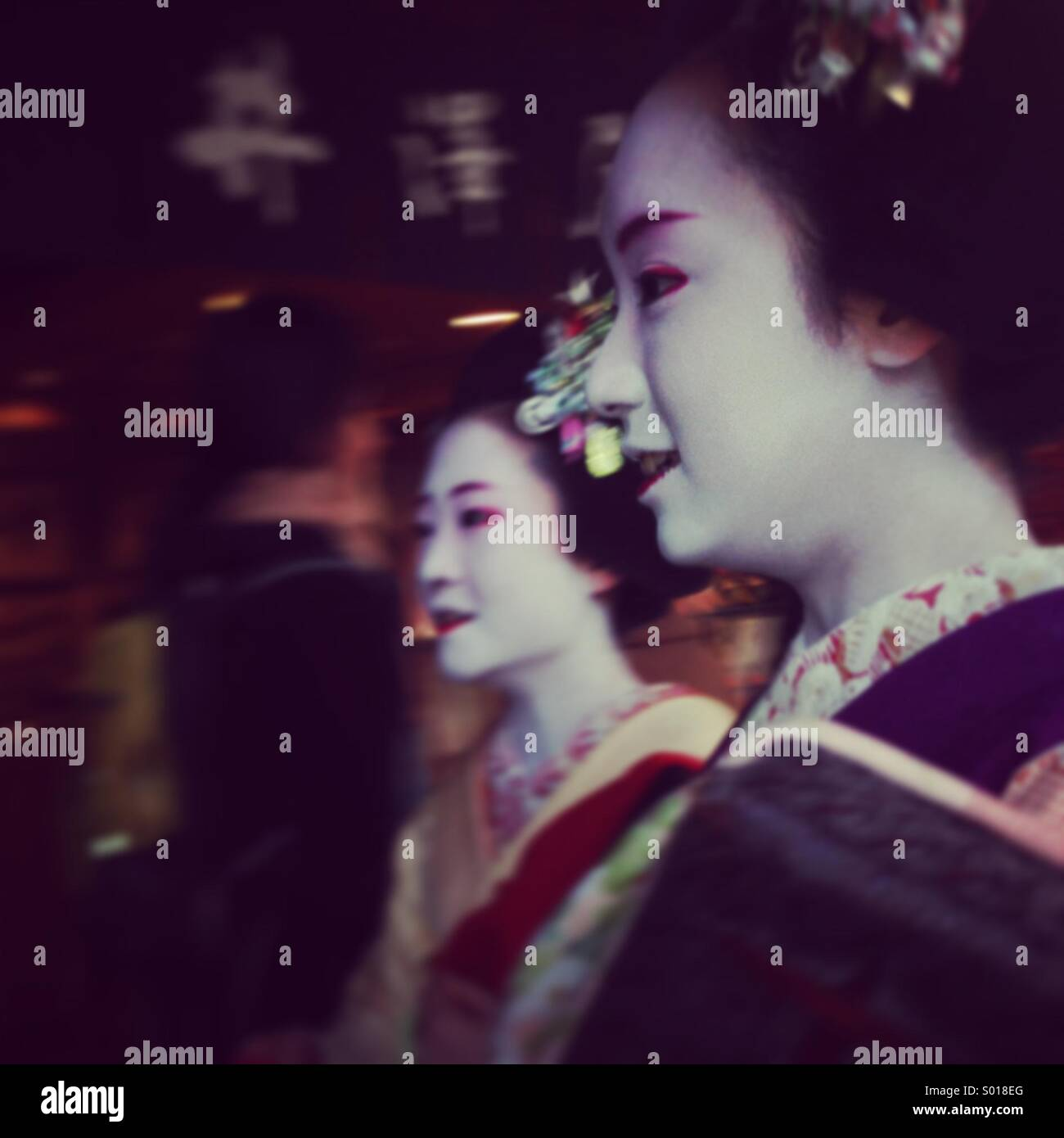 2 geisha girls on their way out in Kyoto Stock Foto