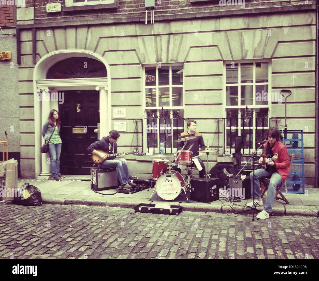 street-performance-S049R8.jpg