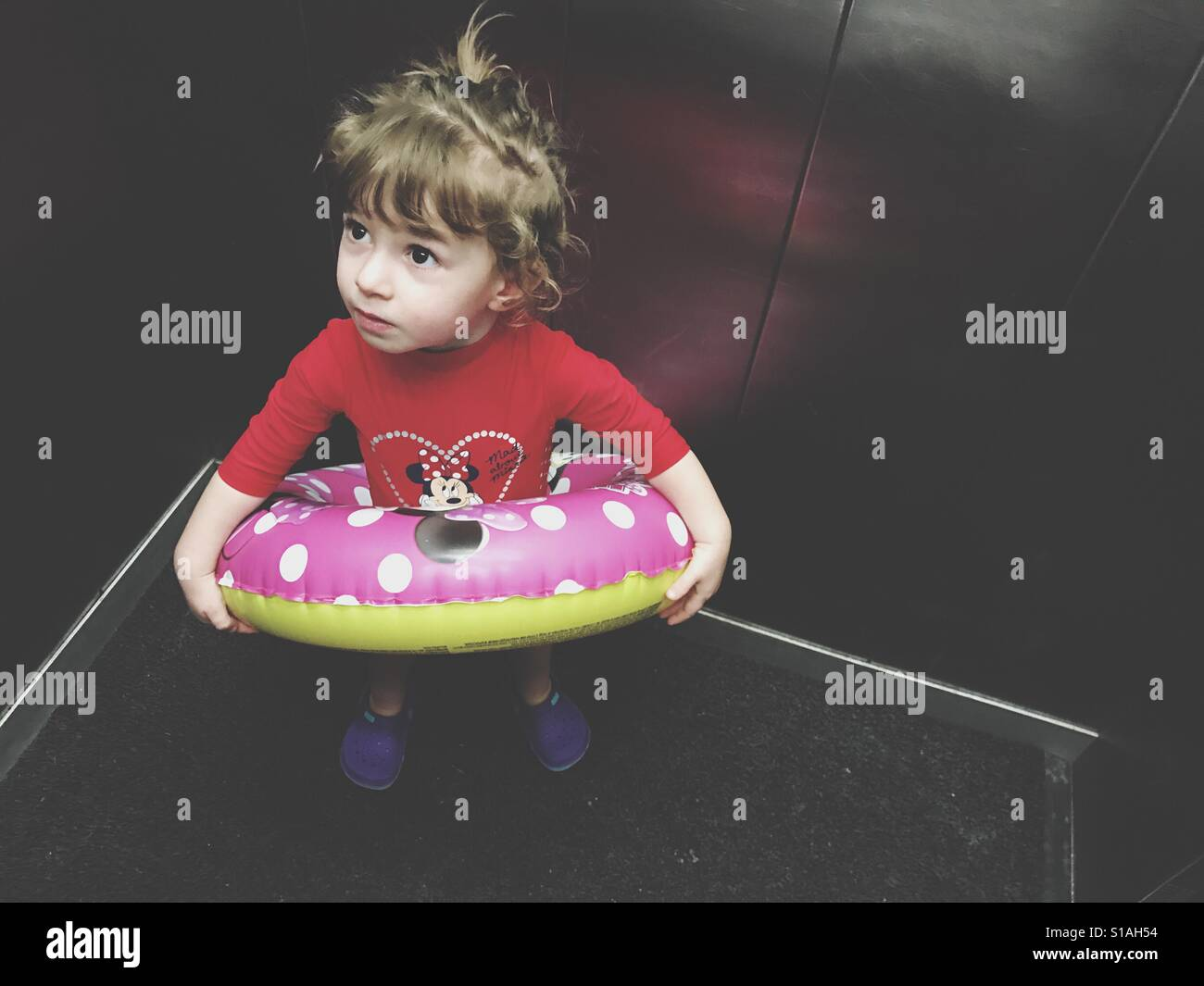 Toddler going to the swimming with inflatable ring Stock Foto