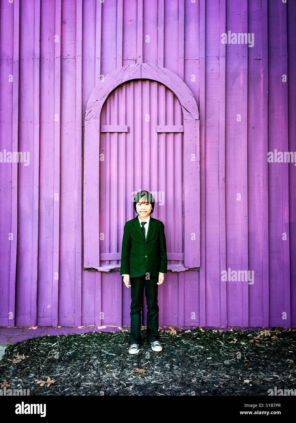 Purple wall & boy Stock Foto