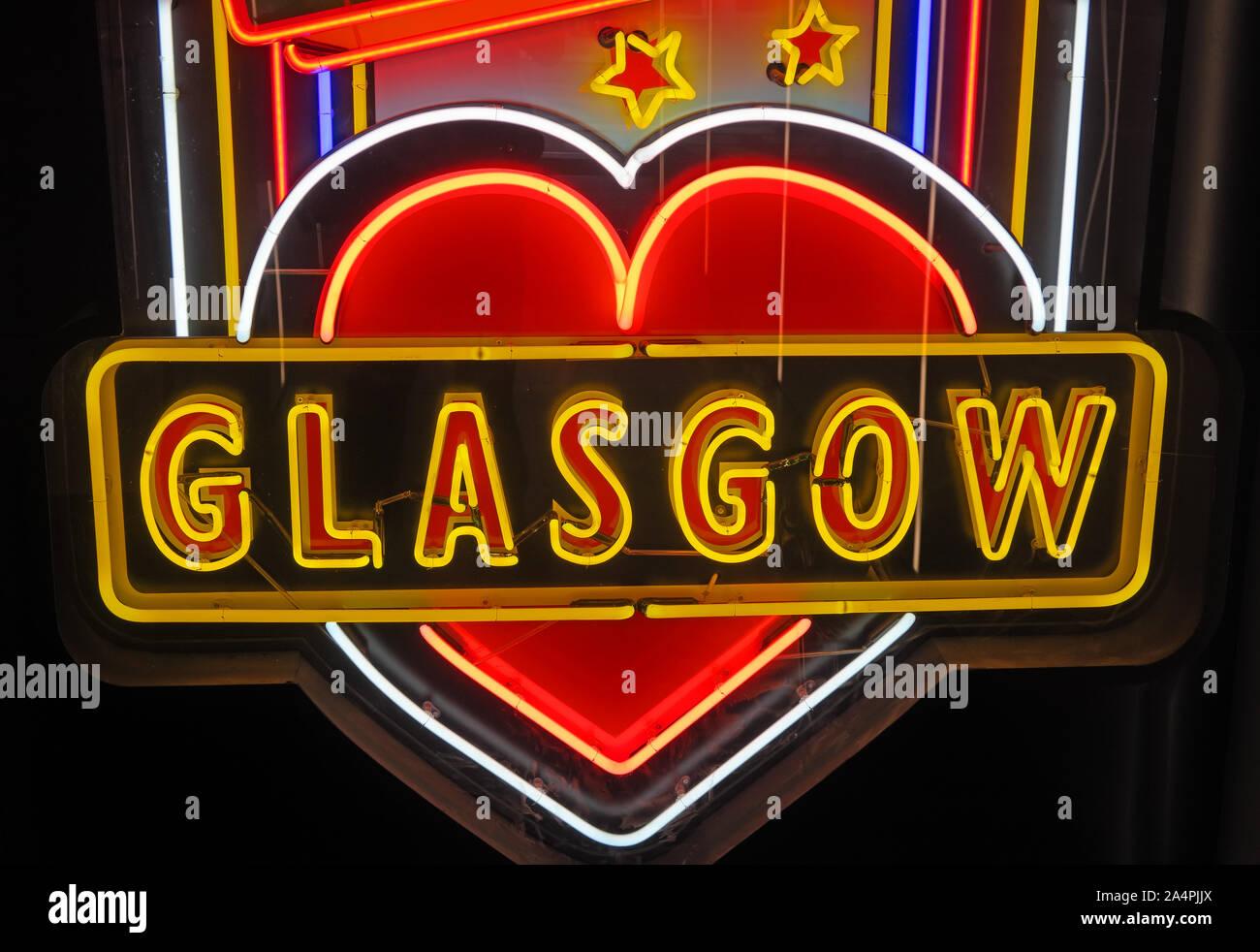 Dieses Stockfoto: Glasgow School of Art, Neon plastische Kunstwerke, Künstler Sinclair Ross, - 2A4PJJ