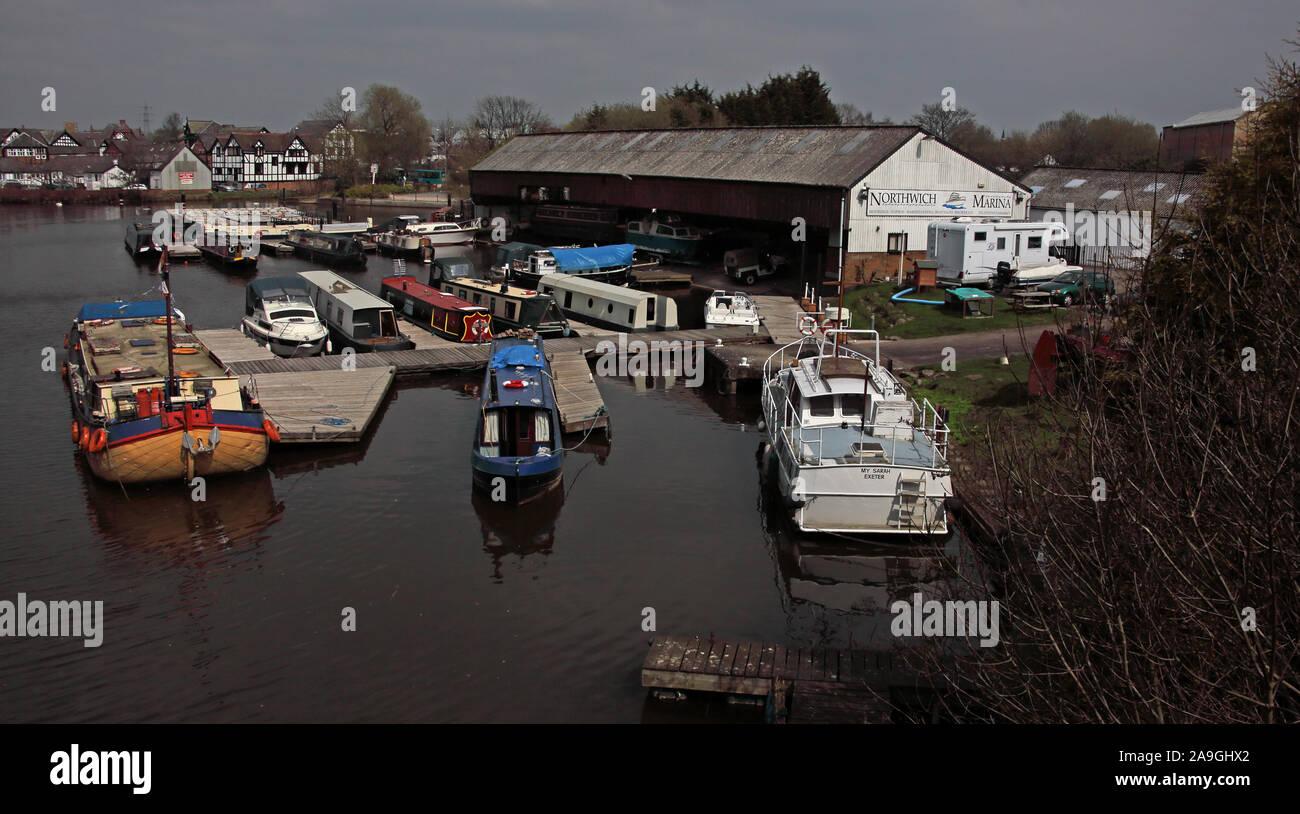 Dieses Stockfoto: Northwich canal Marina, Fluss Weaver, Cheshire, England, CW8 1AL - 2A9GHX