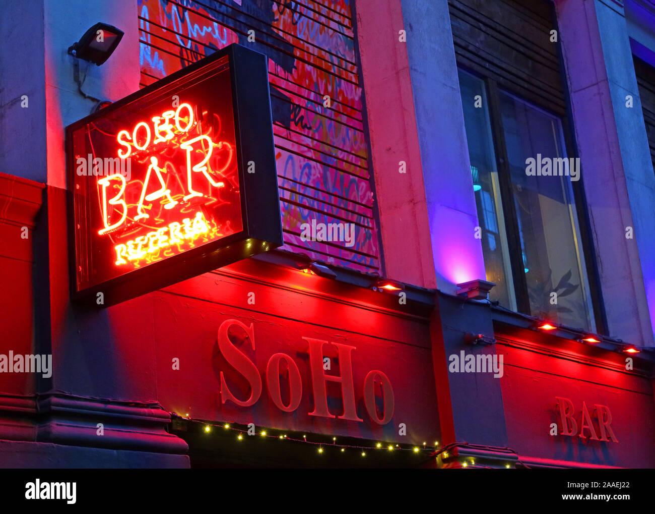 Dieses Stockfoto: SoHo Bar, Soho Pizzeria & Cocktail Bar, rote Leuchtreklame, 84 Miller St, Stadtzentrum, Glasgow, Schottland, Großbritannien, G1 1DT - 2AAEJ2