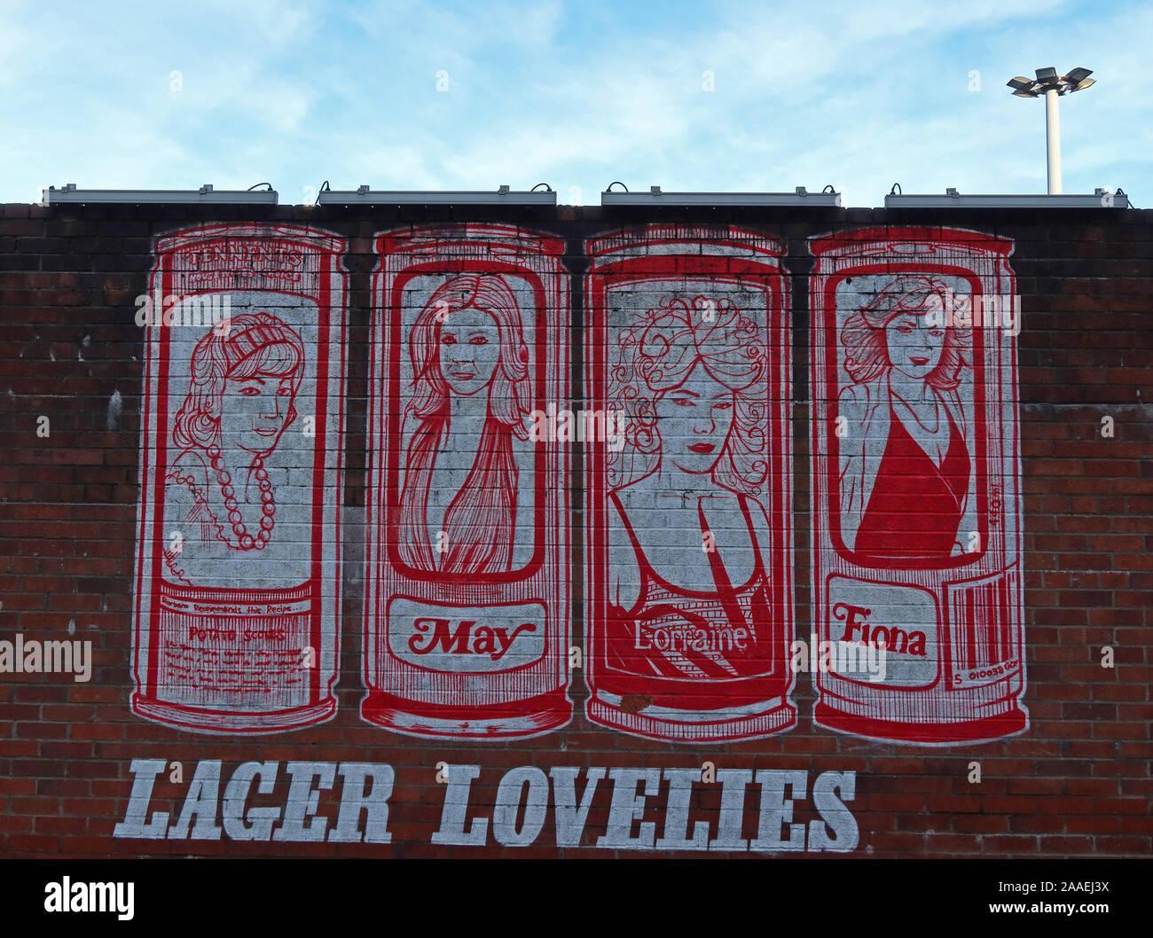 Dieses Stockfoto: Tennents Lager Lovelies, Frauen auf Dosen des Schottischen Lagerbier, Fiona, Mai, Malerei artwork Glasgow East End, verboten, Dosen, Hausfrauen Wahl - 2AAEJ3