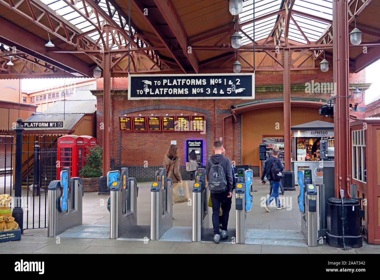 Dieses Stockfoto: Plattformen auf Moor St Bahnhof, Birmingham - Birmingham Moor Street Station Queensway Birmingham West Midlands B 4 7 UL - 2AAT34
